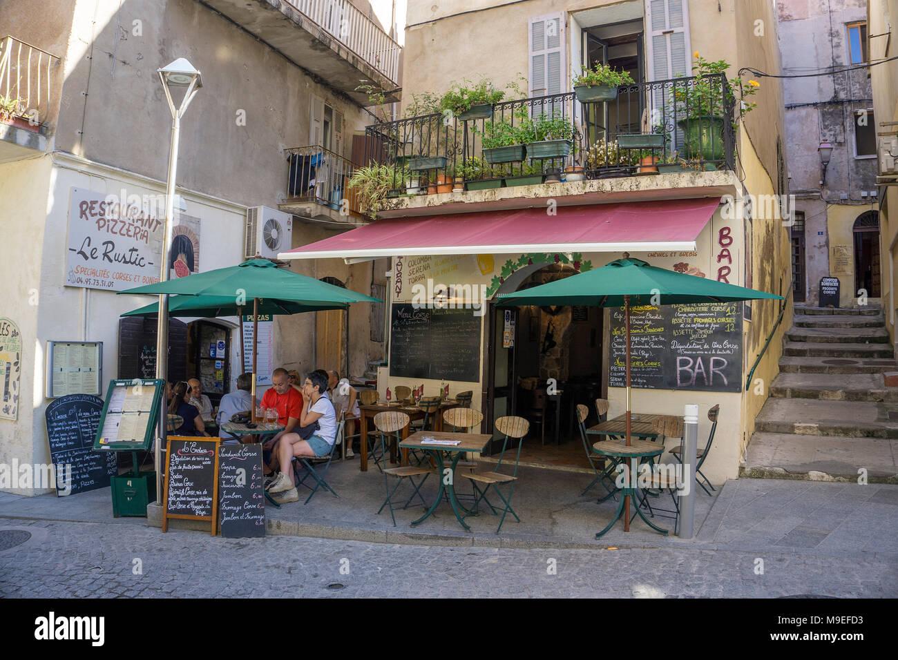 Idyllische Bar in der Altstadt von Bonifacio, Korsika, Frankreich, Mittelmeer, Europa Stockbild