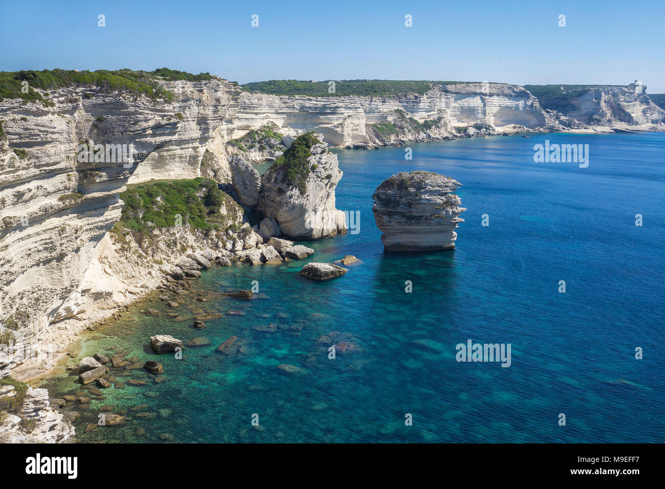 Kalkstein Türme an chalkstone Cliff, Bonifacio, Korsika, Frankreich, Mittelmeer, Europa Stockbild