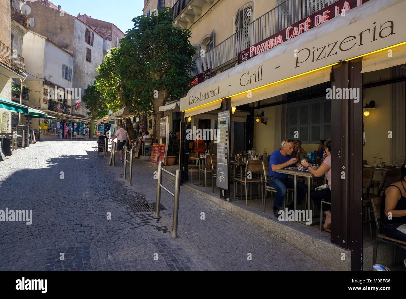 Bar und Restaurant in der Altstadt von Bonifacio, Korsika, Frankreich, Mittelmeer, Europa Stockbild
