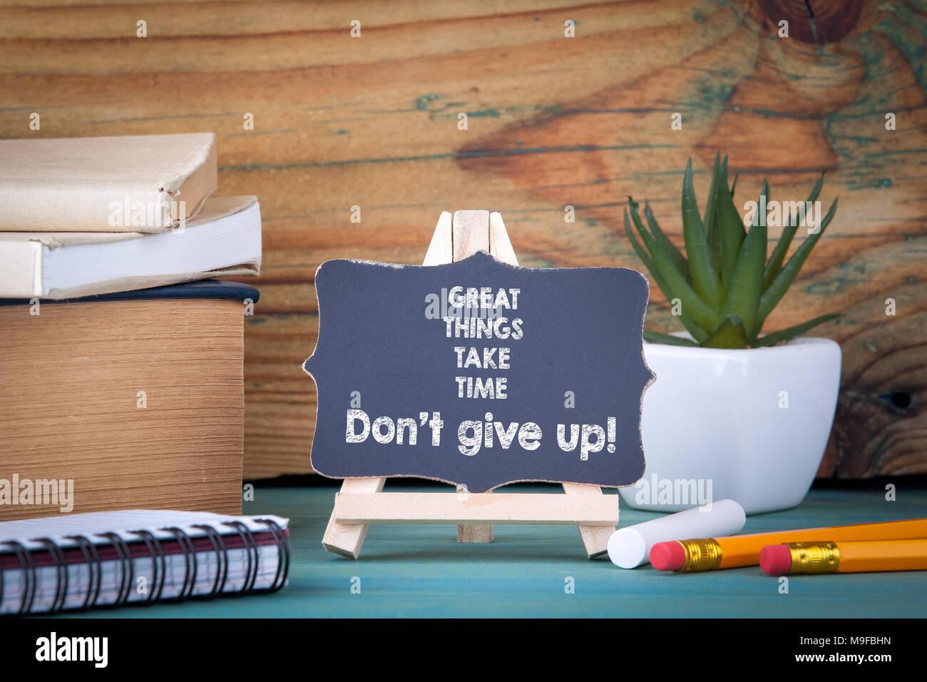 Große Dinge nehmen Sie sich Zeit, geben Sie nicht auf. Stockbild