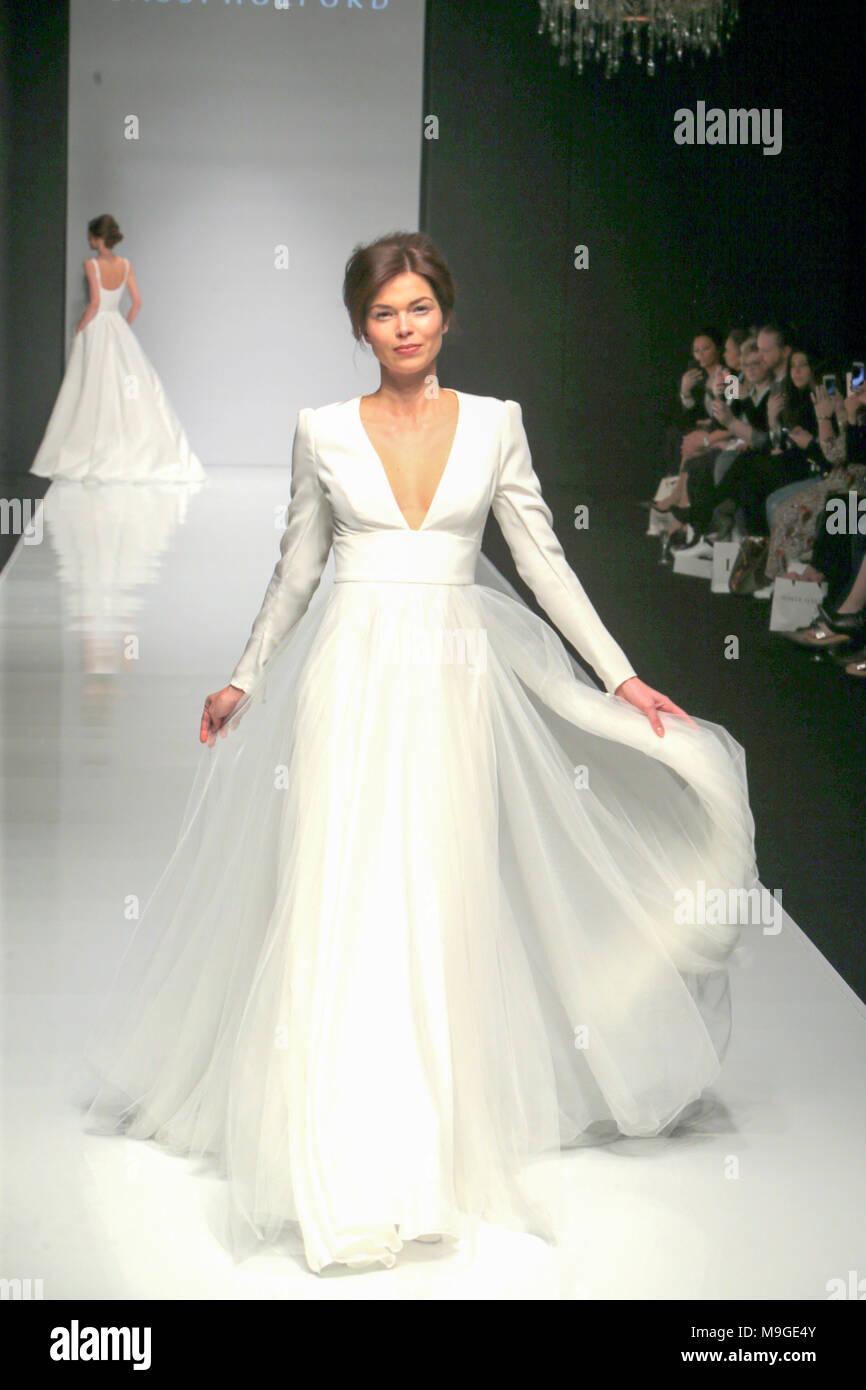 Groß Machen Sie Ihre Eigenen Hochzeitskleider Galerie - Hochzeit ...