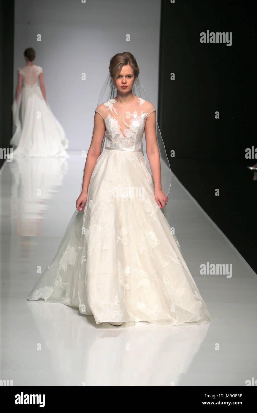 Groß Wie Sie Ihr Eigenes Hochzeitskleid Entwerfen Ideen ...