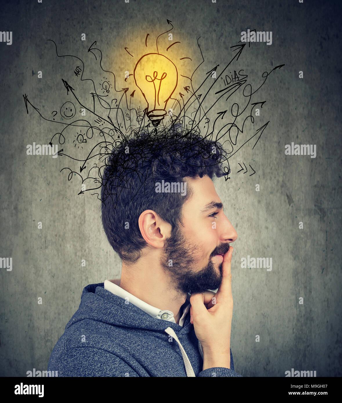 Idée De Photo De Profil seite profil einer jungen glücklich mann hat eine idee