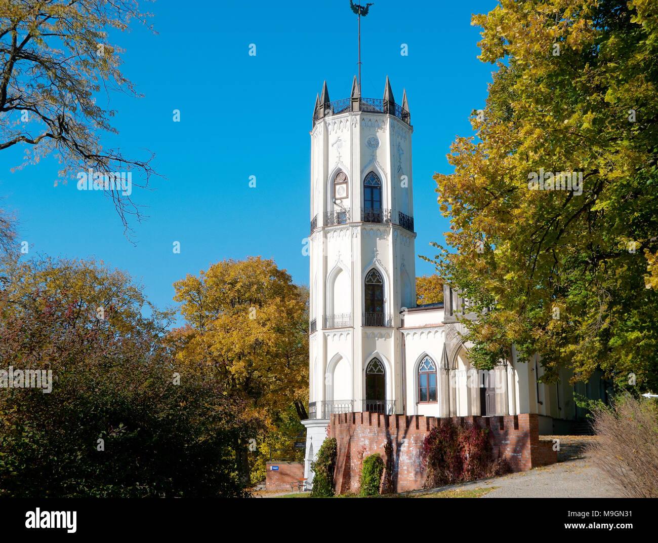 Neo-gotischen Palast, der Sitz der Krasinski Familie. Aktuell Museum der Romantik. Opinogora, Mazovian Provinz, Polen, Europa. Stockbild