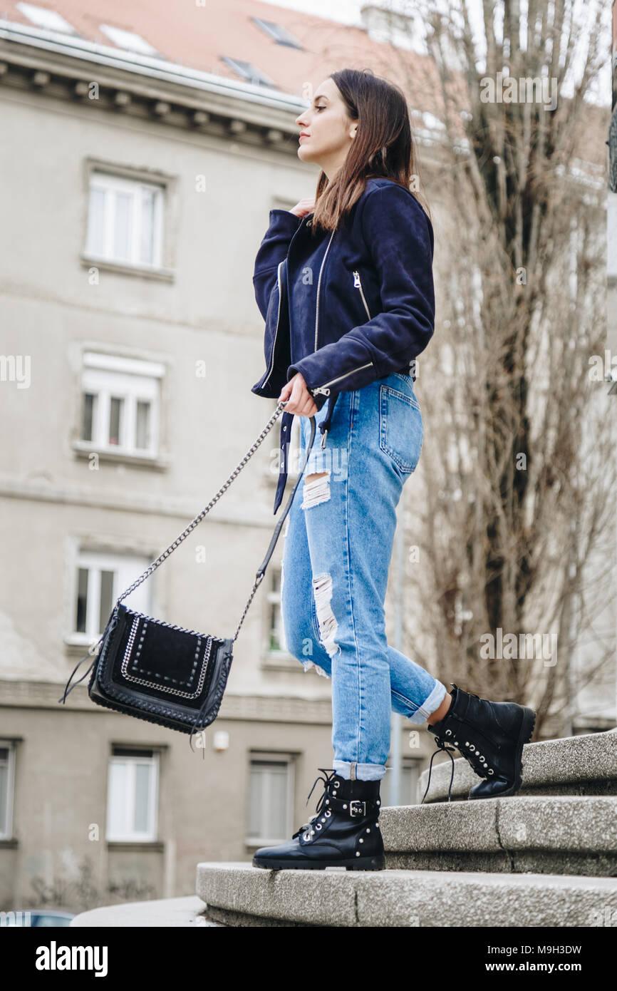 Herbst outfit Mode details, junge stilvolle Frau bekleidet