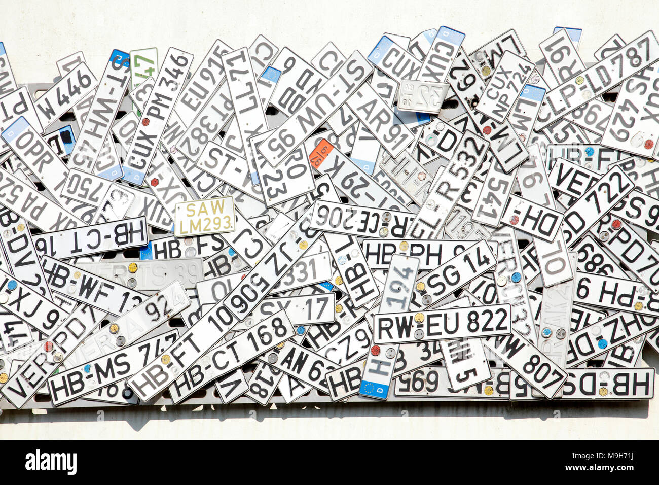 Alte Kennzeichen An Einer Wand Auf Einem Schrottplatz Bremen