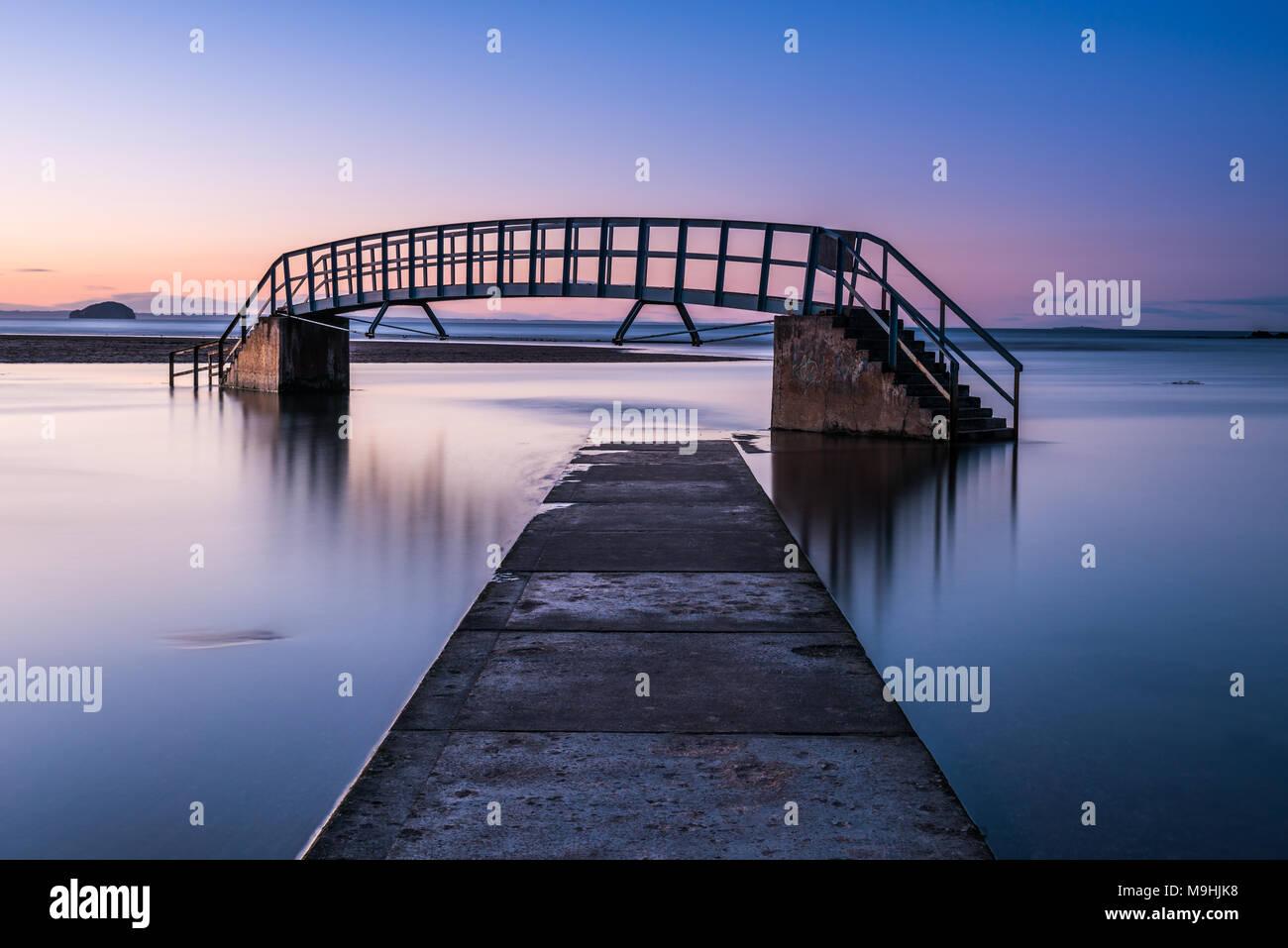 15 Diese Brücke ist als 'Bridge To Nowhere' und wurde als Teil der ...