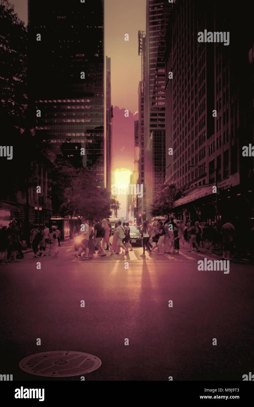 New York Street bei Sonnenuntergang Manhattanhendge Stockfoto