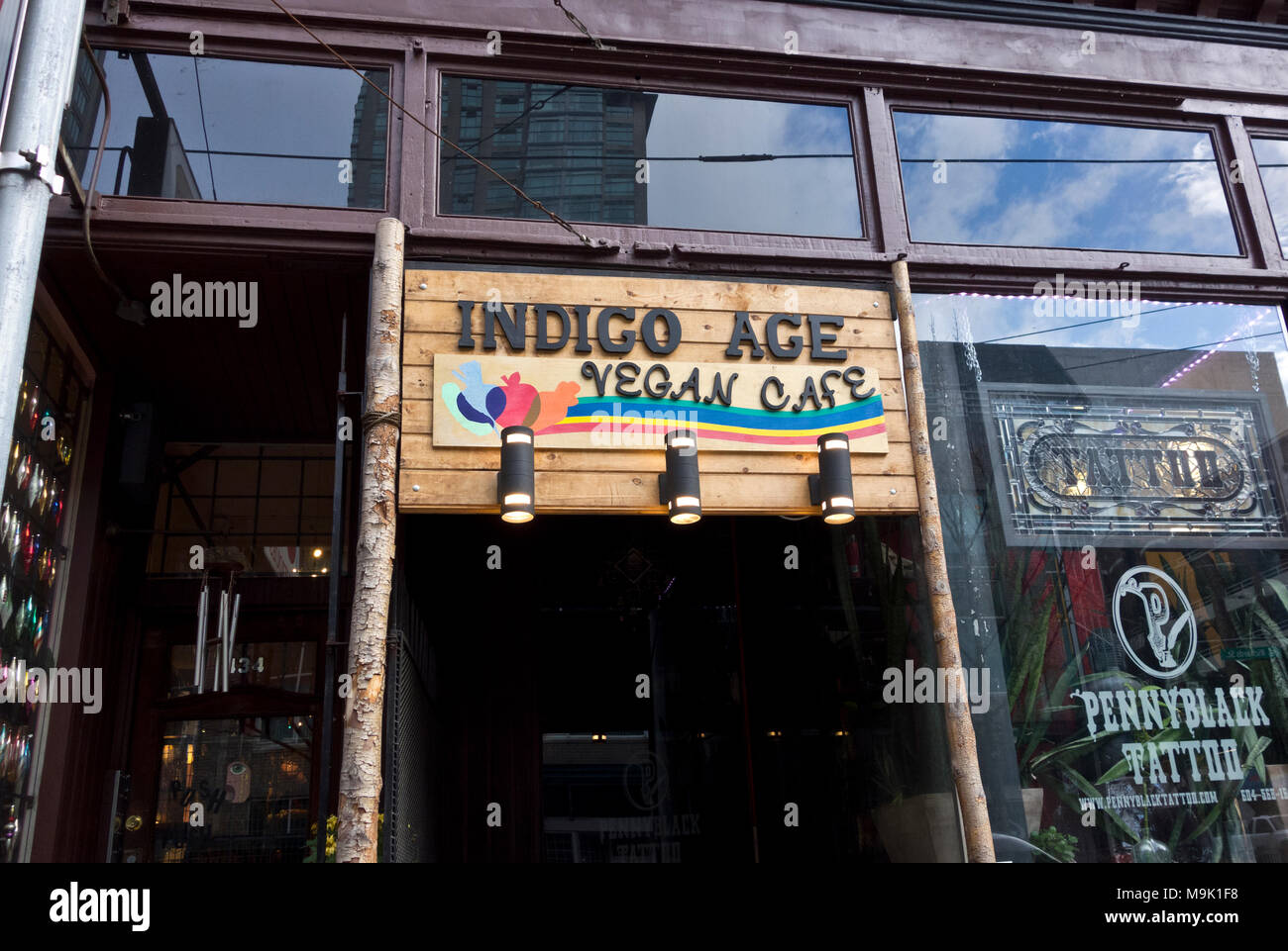 Eingangsschild für Indigo Alter Veganes Cafe, ein veganes Restaurant in der Innenstadt von Vancouver. Stockbild