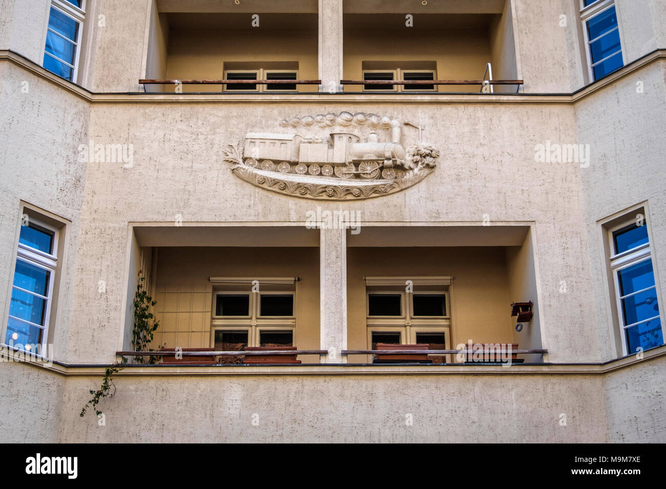 Berlin-Schöneberg. Ceciliengärten Wohnsiedlung 1922-1927, entworfen vom Architekten Heinrich Lassen gebaut, skulpturale Zug detail Stockbild