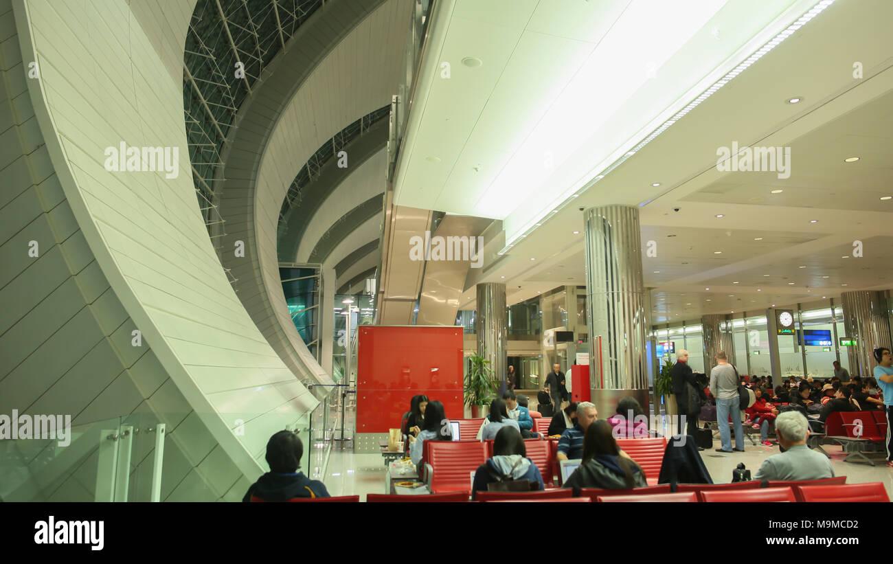 Dubai, VAE - 20. August 2014: moderne Innenausstattung im Inneren ...