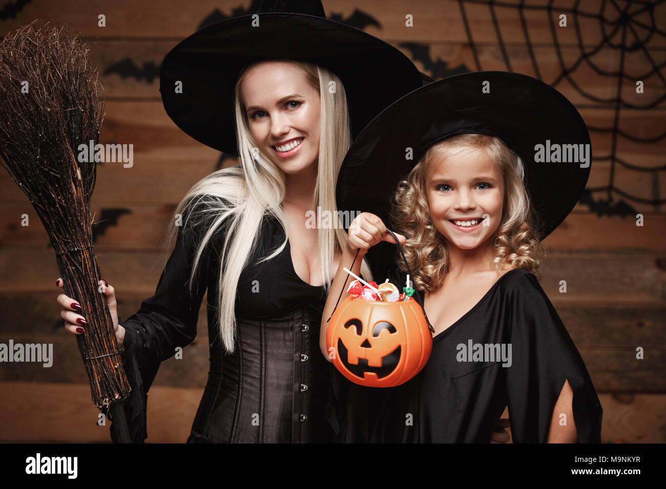 Kids Halloween Stockfotos & Kids Halloween Bilder - Seite 2 - Alamy