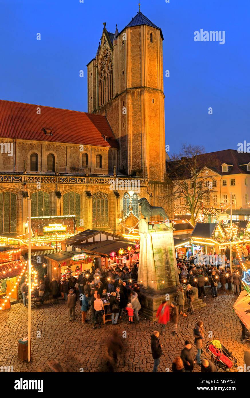 Weihnachtsmarkt Braunschweig.Weihnachtsmarkt Am Burgplatz Mit Dom Und Braunschweiger Löwe