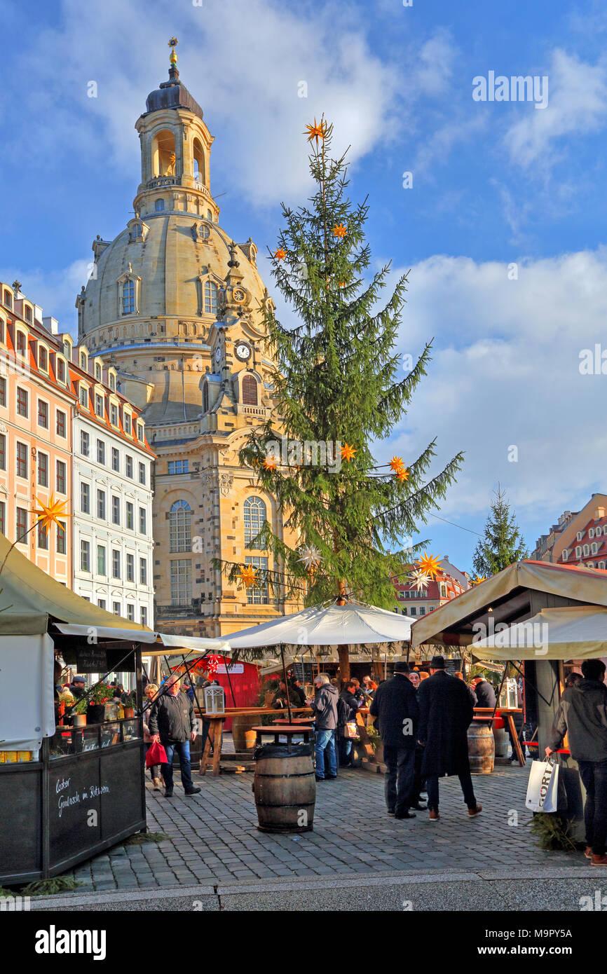 Weihnachtsmarkt auf dem Neumarkt mit Frauenkirche, Dresden, Sachsen, Deutschland Stockbild