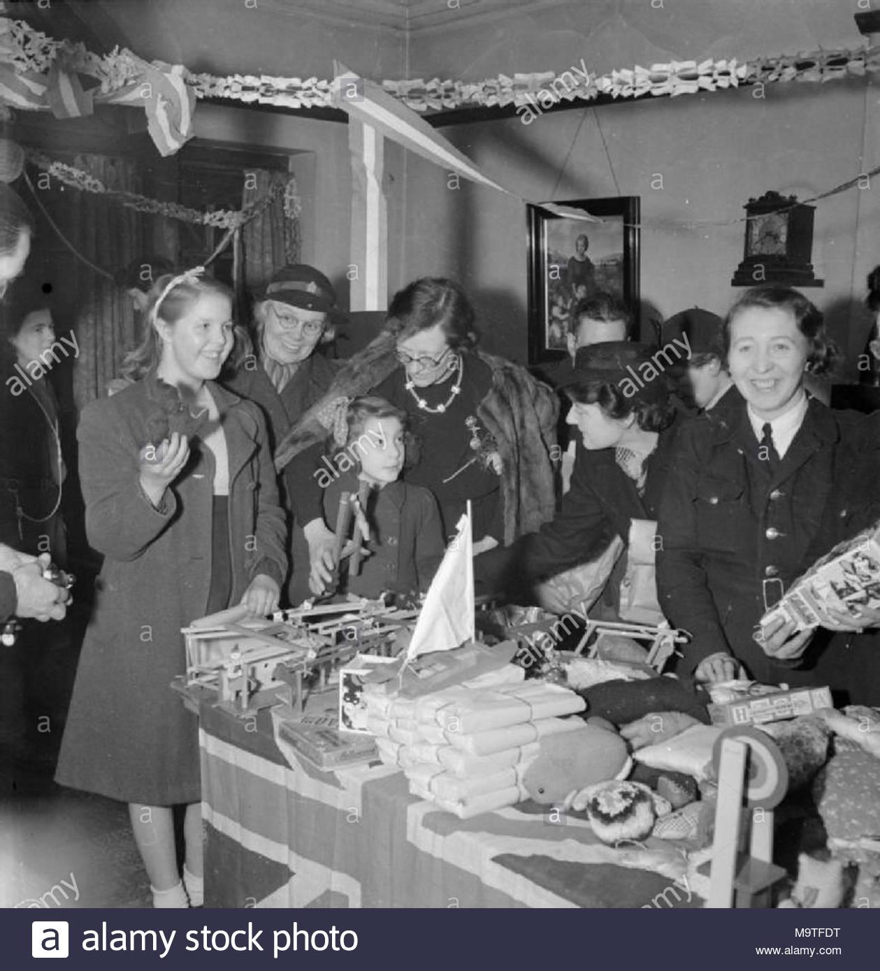 Bwrs Weihnachten Geschenke verteilt zu Londoner East Enders ...