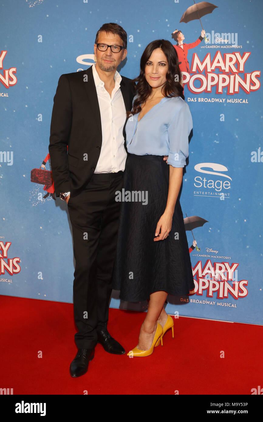 premiere von mary poppins musical auf der bühne theater in hamburg