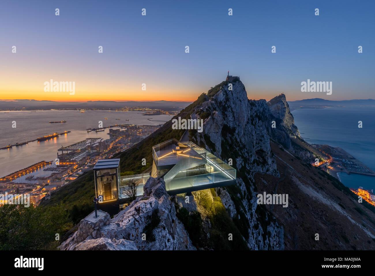 Neuen Gibraltar Skywalk bei Sonnenuntergang gesehen Stockbild