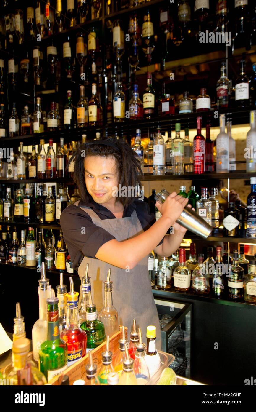 Bobby der Barkeeper im Restaurant Cutler & Co., Melbourne, Australien Stockbild