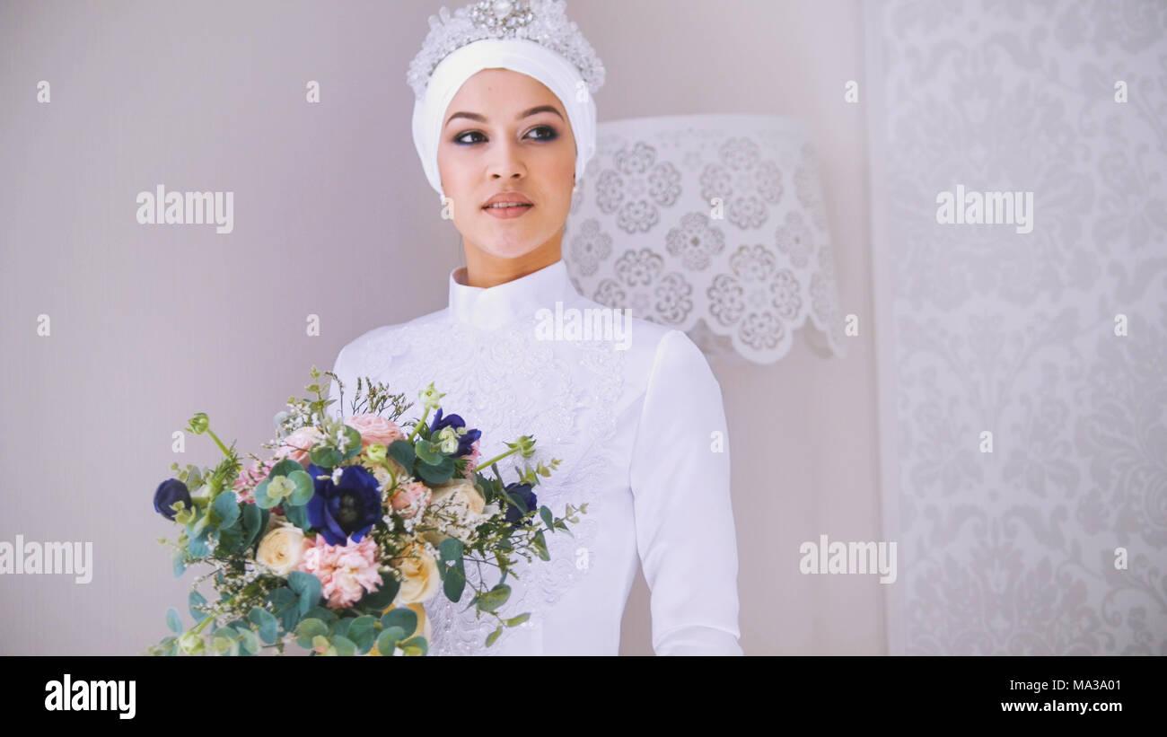 Schones Modell In Weiss Muslimischen Hochzeit Kleid Und Braut