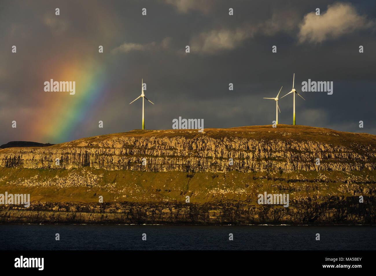 Große Windkraftanlagen, Färöer Inseln Stockbild
