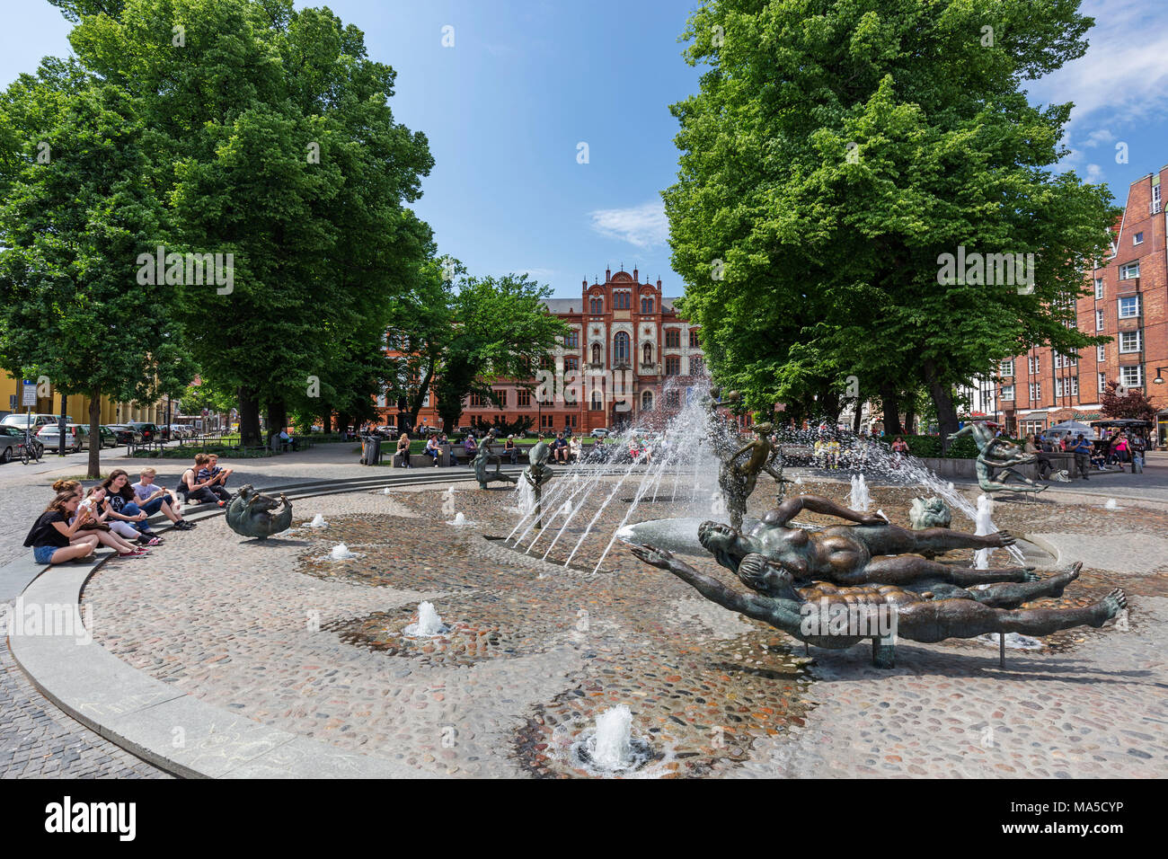 """Universitätsplatz, """"Brunnen der Lebensfreude"""", Rostock, Stockbild"""