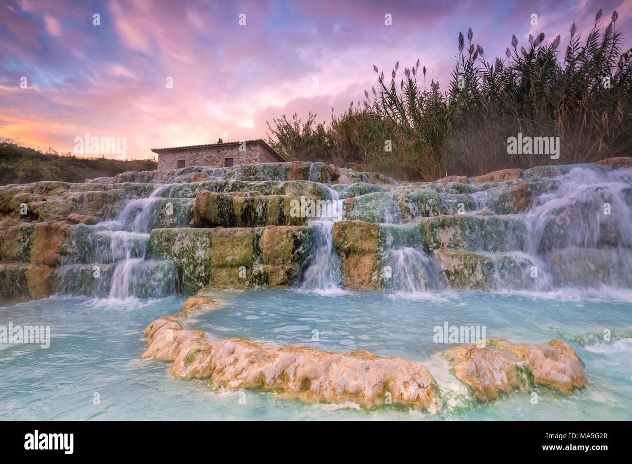 Sonnenuntergang im Termal Wasserfall Mühle von Saturnia ...