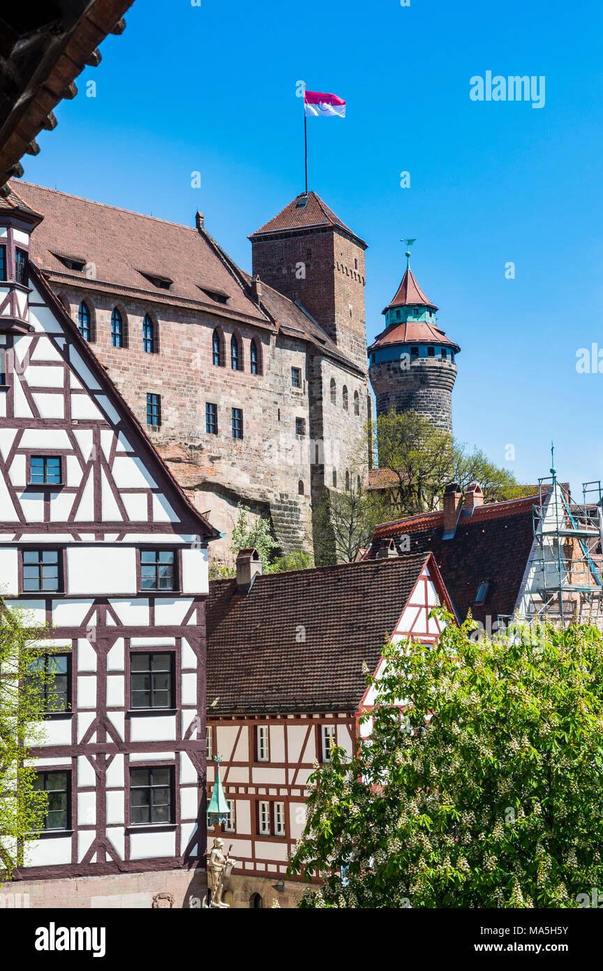 Blicken Sie über den Albrecht Dürer Platz und der Kaiserburg Nürnberg, Bayern, Deutschland Stockbild