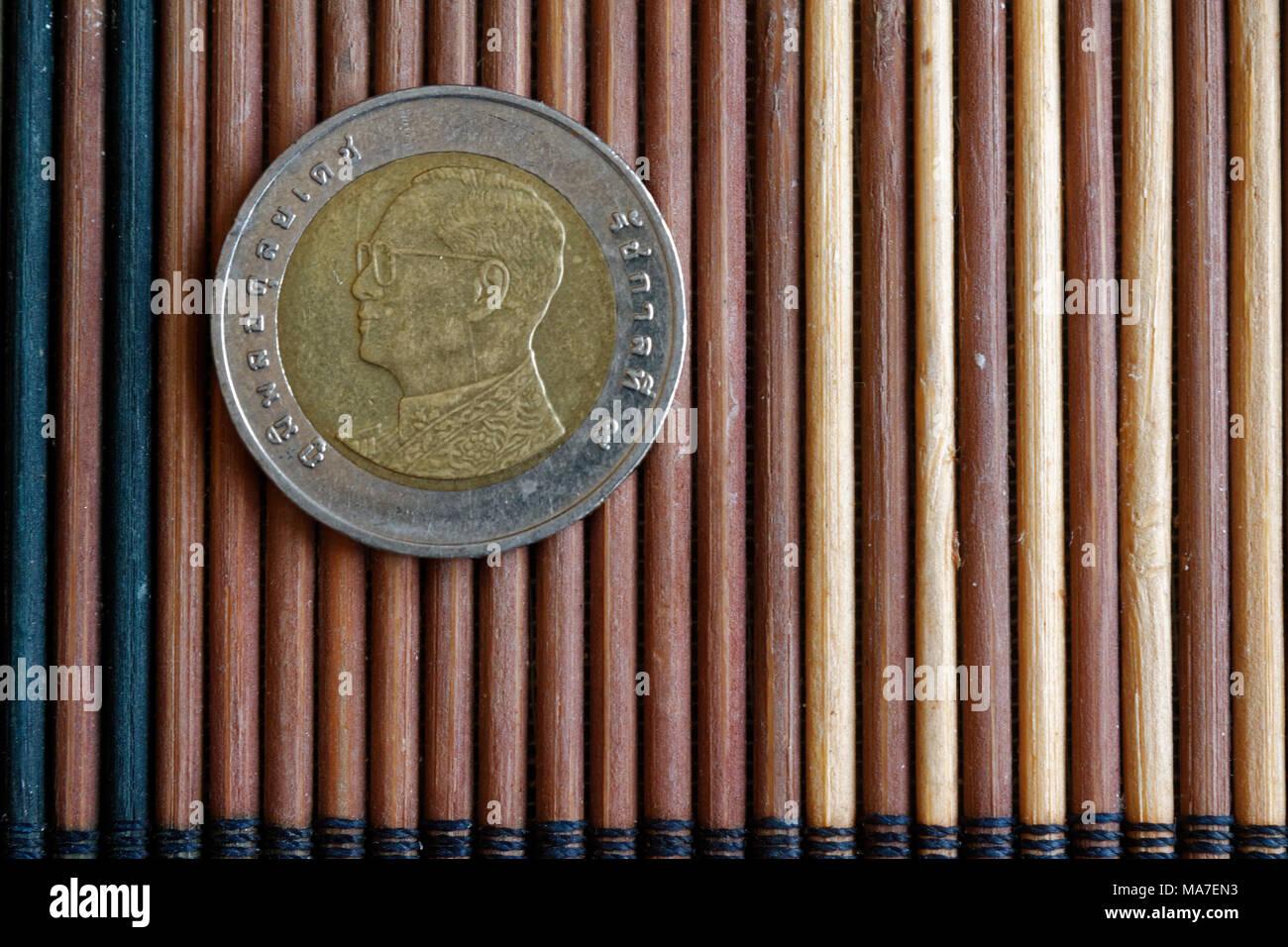 Eine Thailändische Münze Liegen Auf Holz Bambus Tisch Stückelung