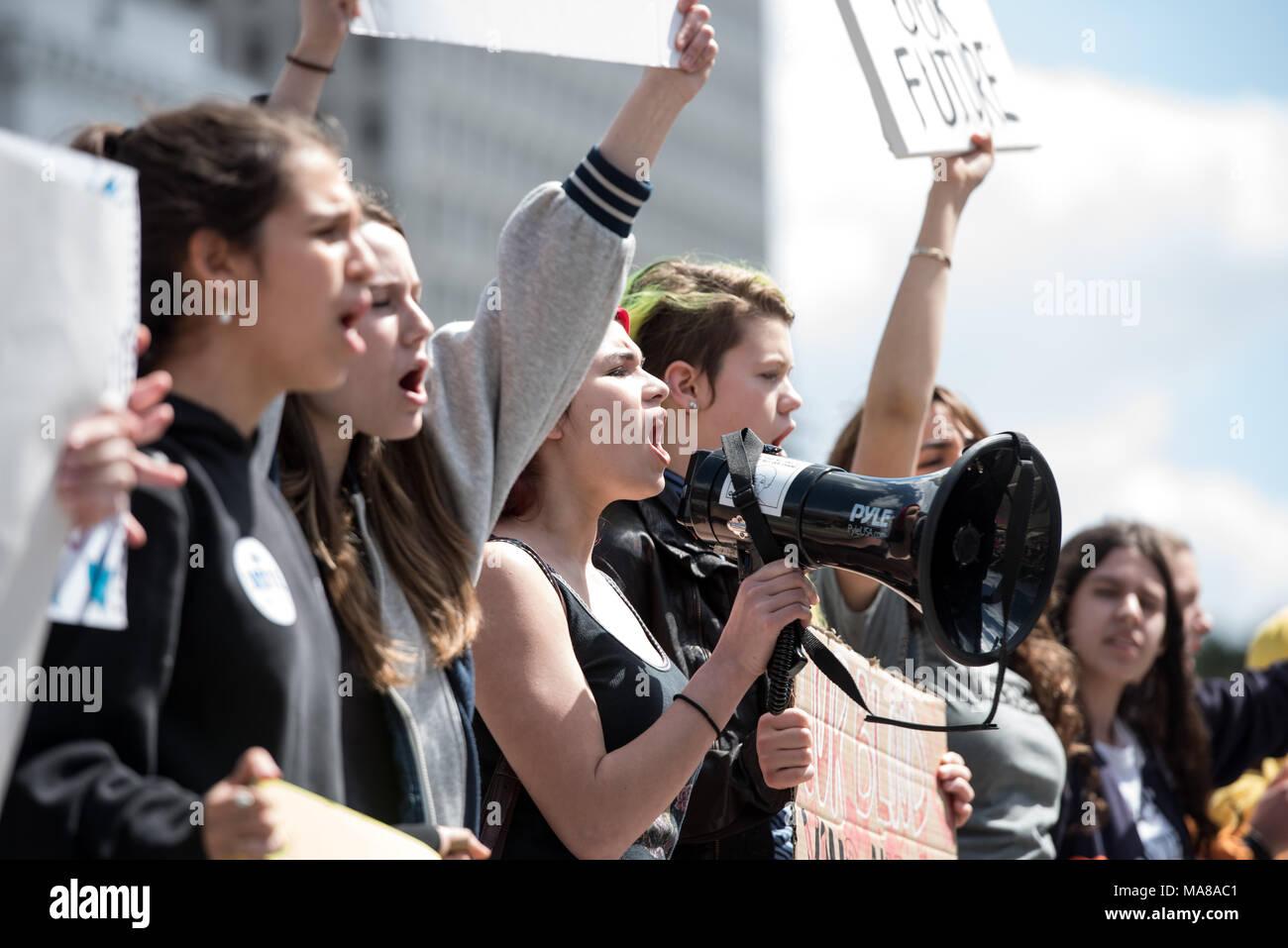 LOS ANGELES - MÄRZ 24, 2018: März für unser Leben ist eine Bewegung von Studierenden gewidmet - LED-Aktivismus um Beendigung von Waffengewalt und die Epidemie der Masse Stockbild
