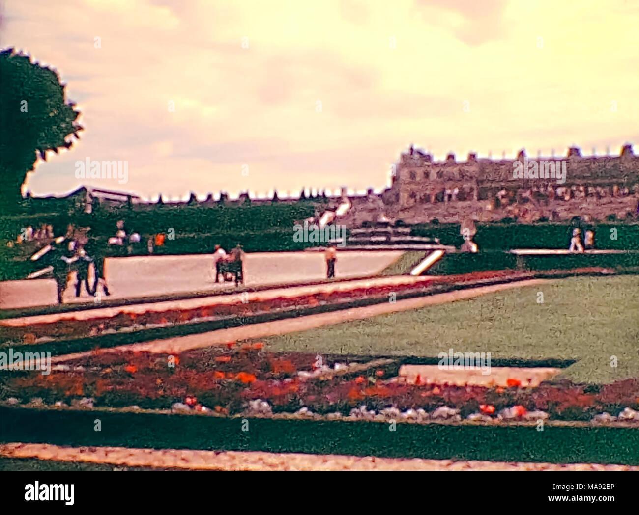 Pariser Palast von Versailles im Versailler Garten von Paris im Jahr 1976. Historisches Archivmaterial in Paris Stadt Frankreichs in den 1970er Jahren. Stockbild