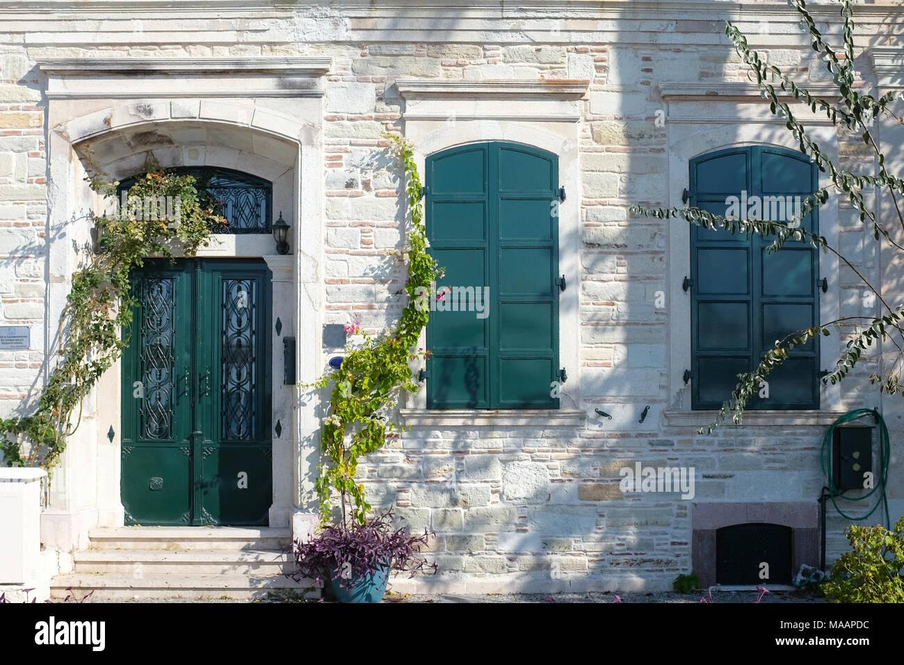 Vintage Tür bunte grün vintage tür und fenster stockfoto, bild: 178487384 - alamy
