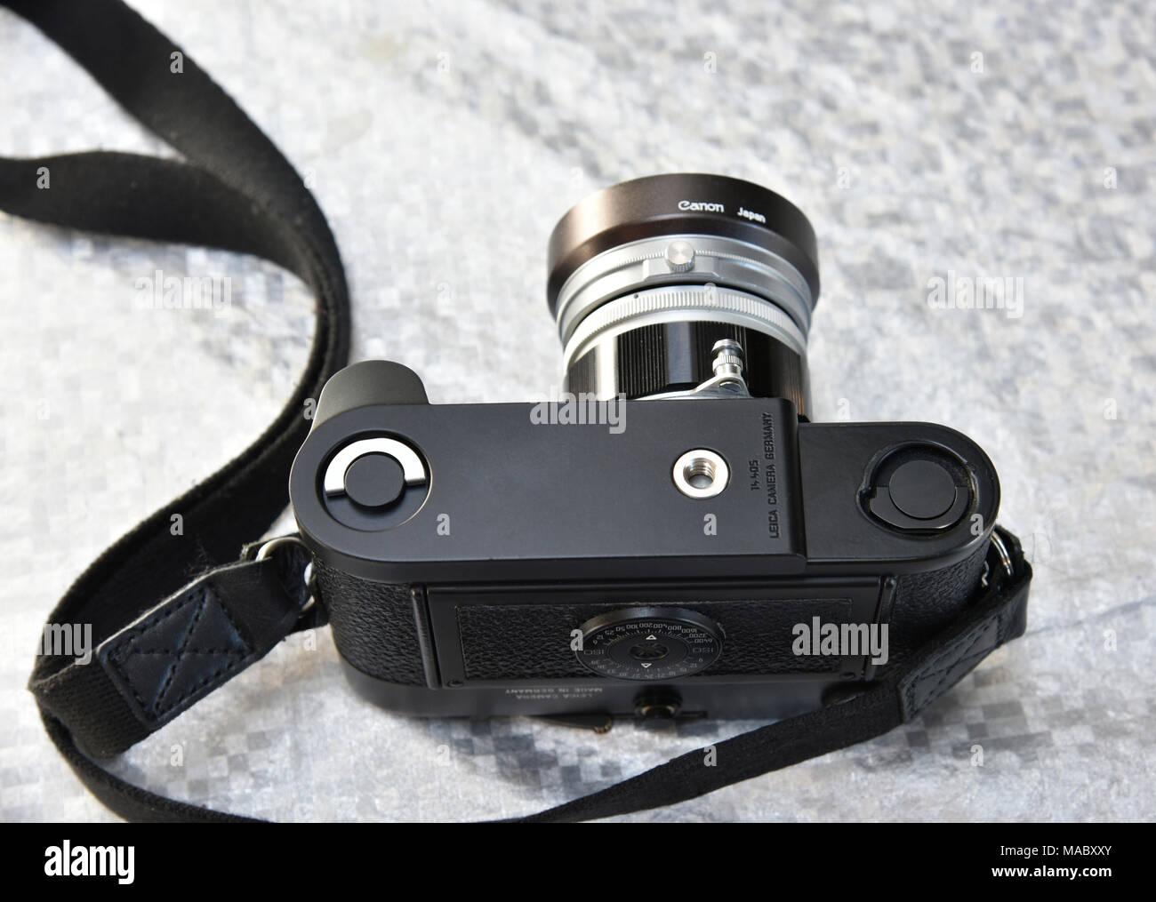 f50bb0c0728a Klassische leica 0,85 M6 mit Canon 50mm f/1.4 Objektiv und leica m Griff