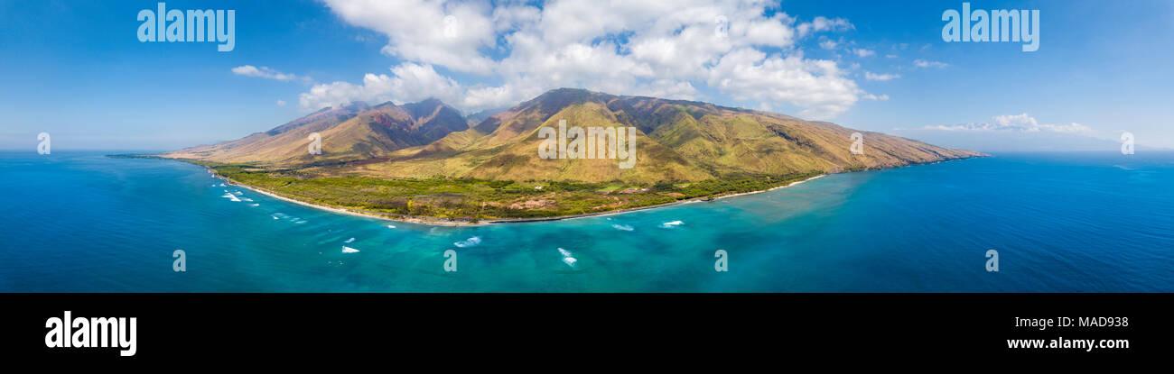 Eine Luftaufnahme von West Maui aus Ukumehame Beach Park, Hawaii, USA. Stockbild