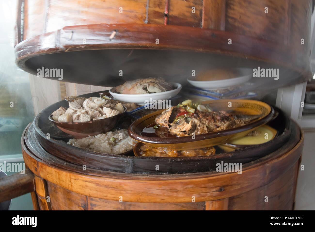 Essen In Bambus Steamer Chengdu Provinz Sichuan China Stockfoto