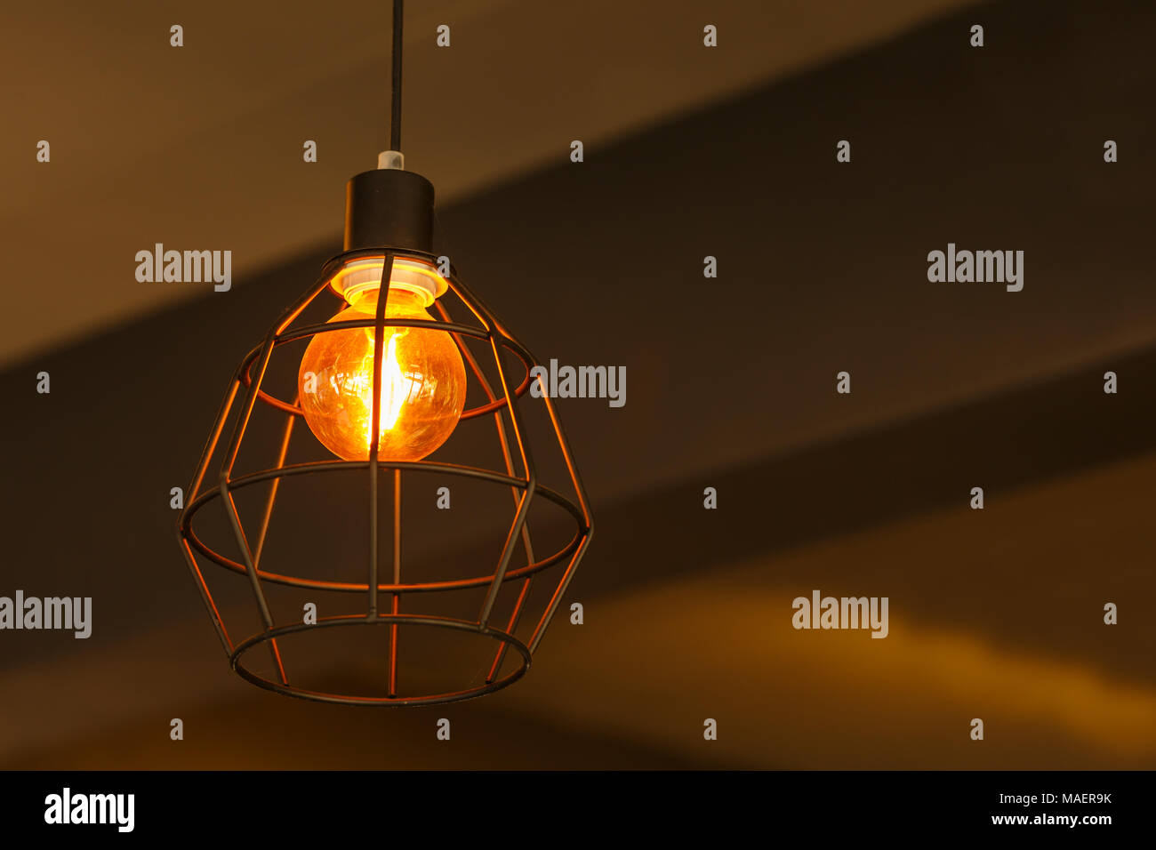 Alte moderne Lampe im Wohnzimmer Stockfoto, Bild: 178575871 ...