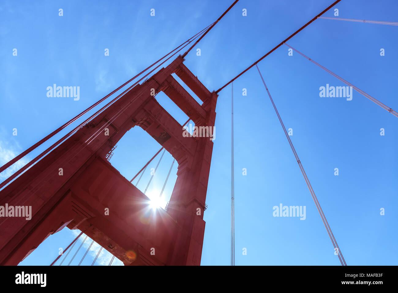 Struktur der Golden Gate Bridge Tower, San Francisco, Kalifornien, USA. Stockbild