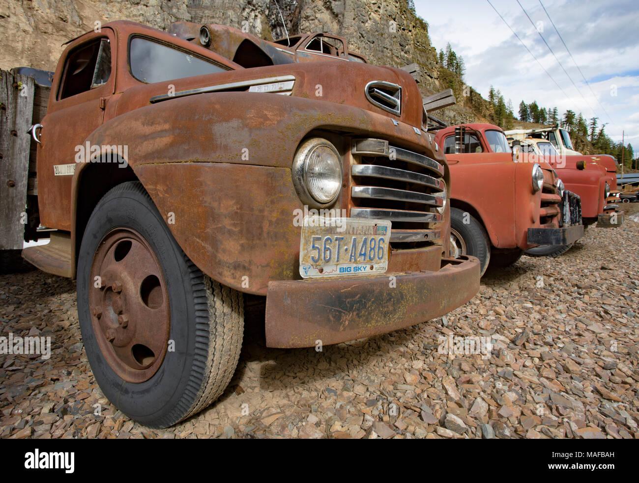 Eine alte 1948 Ford F-5 F5 Flachbettscanner, Pritsche Lkw, in einem Steinbruch, östlich von Clark Gabel Idaho. Stockbild