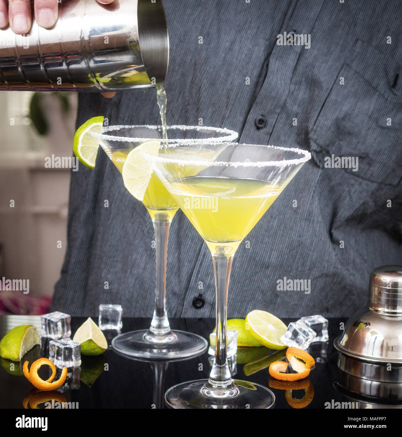 Alkohol cocktail Daiquiri mit Rum und Limette Stockbild