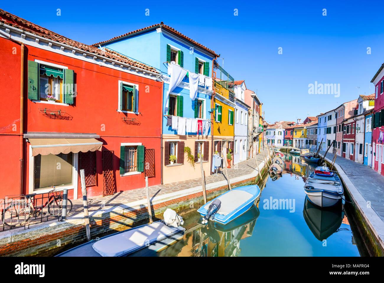 Burano, Venedig. Bild mit bunten Insel und Wasser Kanal von schönen Venetien in Italien. Stockbild