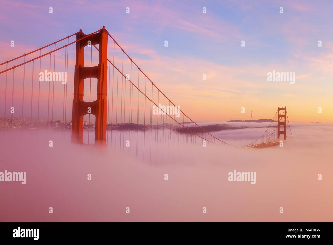 Die Golden Gate Bridge ist eine Popuar touristische Destination in San Francisco Kalifornien. Stockfoto