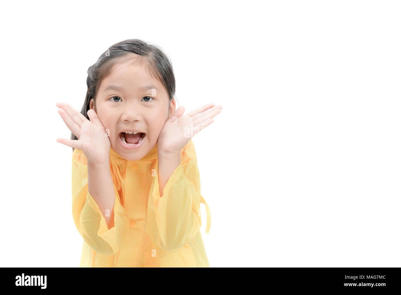 Nettes Mädchen, Das Gelbe Regenmäntel Und Stiefel Unter Dem