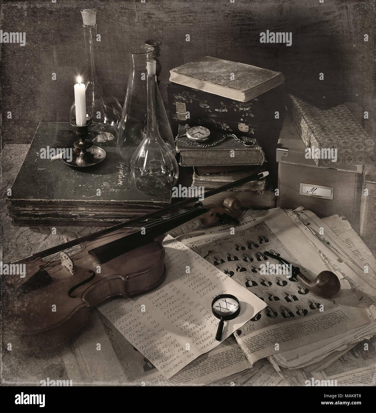 Noch immer leben Sherlock Holmes, seine Lieblingssachen an seinem Schreibtisch, London Stockbild