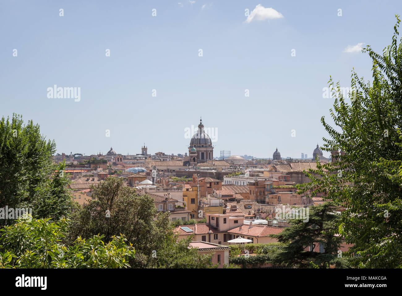 Die Skyline von Rom aus Terrazza del Pincio quer durch die Stadt mit ...