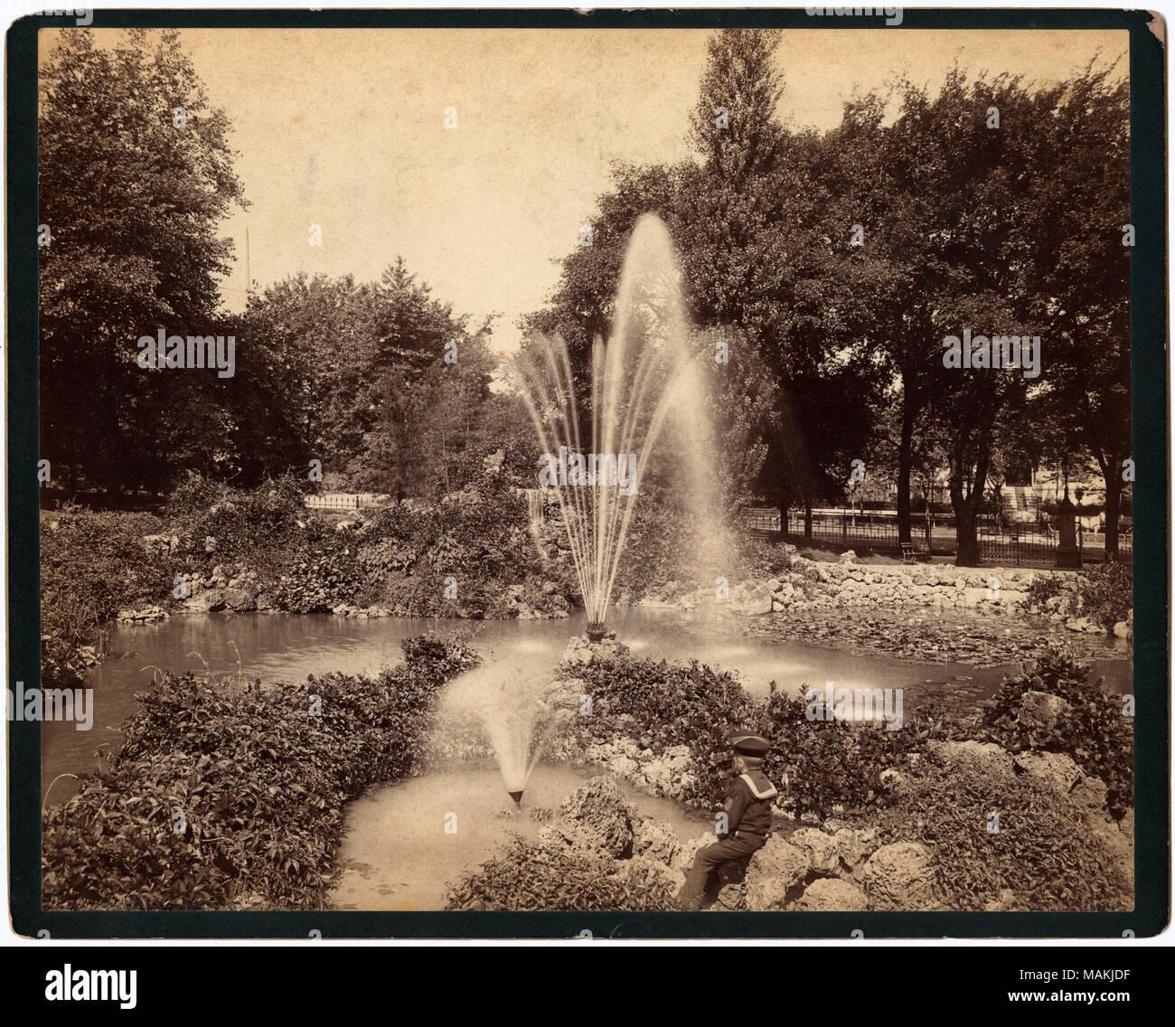 Horizontale, Sepia Foto, Der Steingarten Im Lafayette Park. Steine Und Laub  An Den