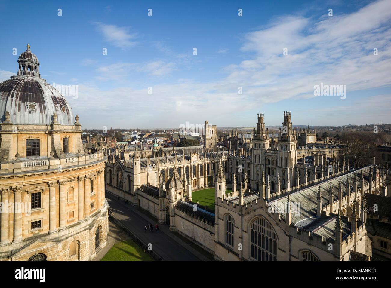 Oxford. England. Blick auf Radcliffe Camera, Radcliffe Square mit All Souls College. Von James Gibbs entworfen, gebaut 1737 - 49 die Radcliffe Sci zu Haus Stockbild