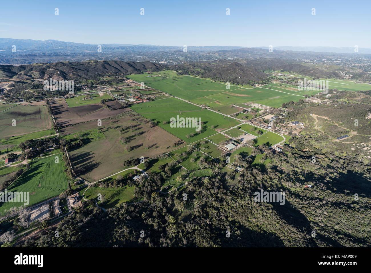 Luftaufnahme von Weiden in Hidden Valley und die Santa ...