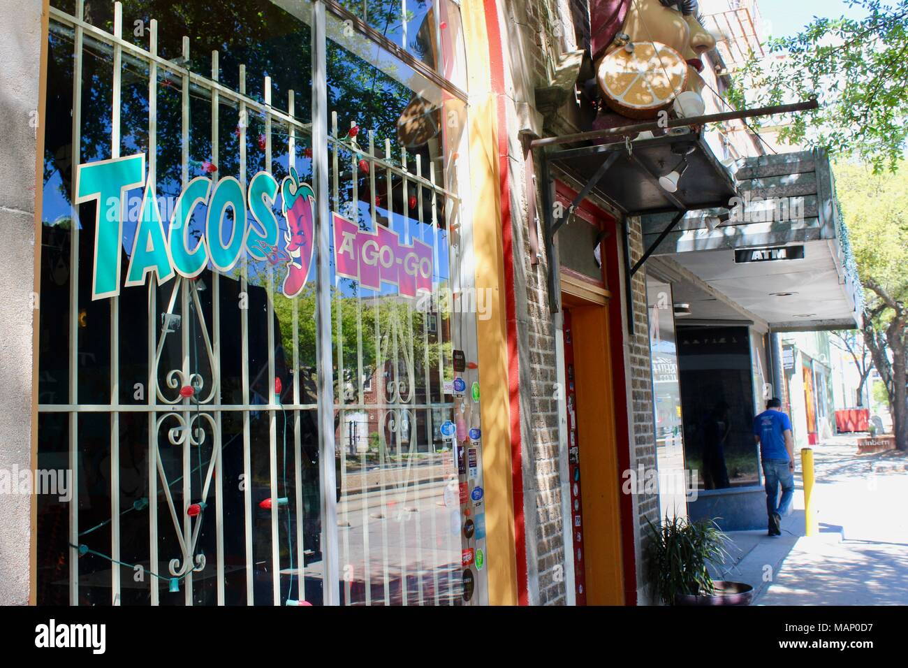 Mexican Restaurant Exterior Stockfotos & Mexican Restaurant Exterior ...