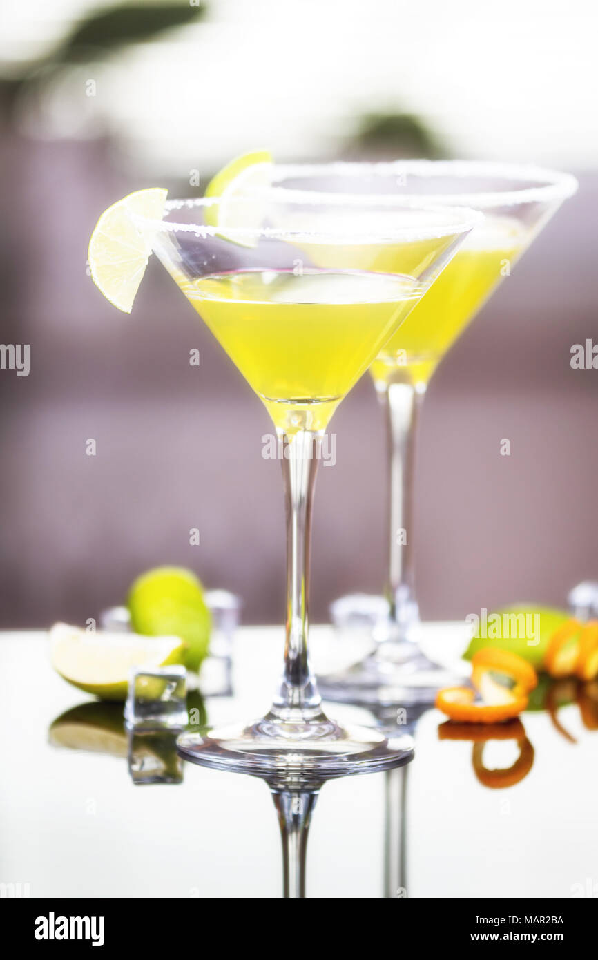 Alkohol cocktail Daiquiri mit Rum und Limette Stockfoto