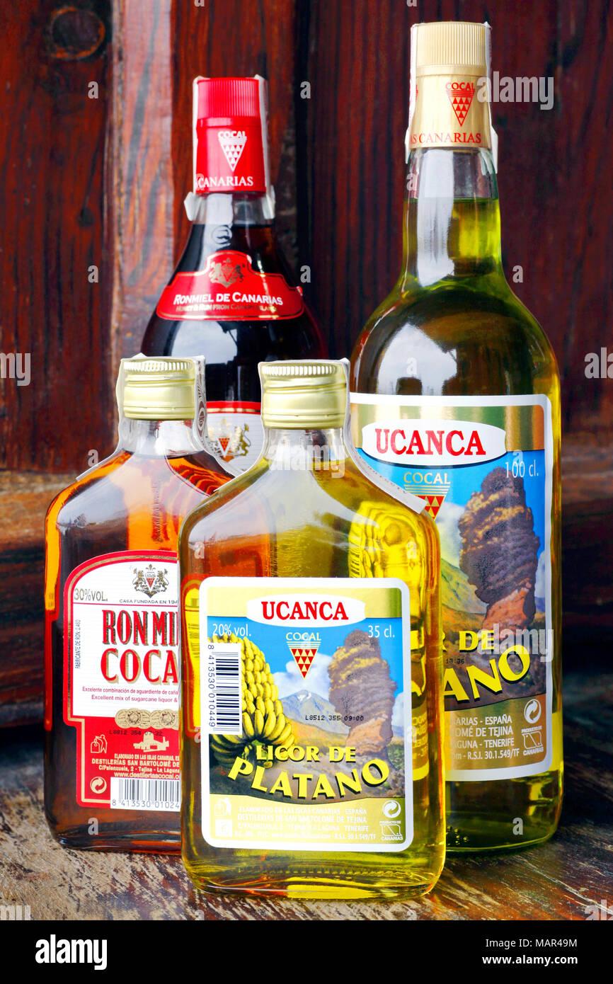 Flaschen Ucanca Banane Likör und Ron Miel Honig und Rum Likör, Puerto de la Cruz, Teneriffa, Kanarische Inseln, Spanien Stockbild