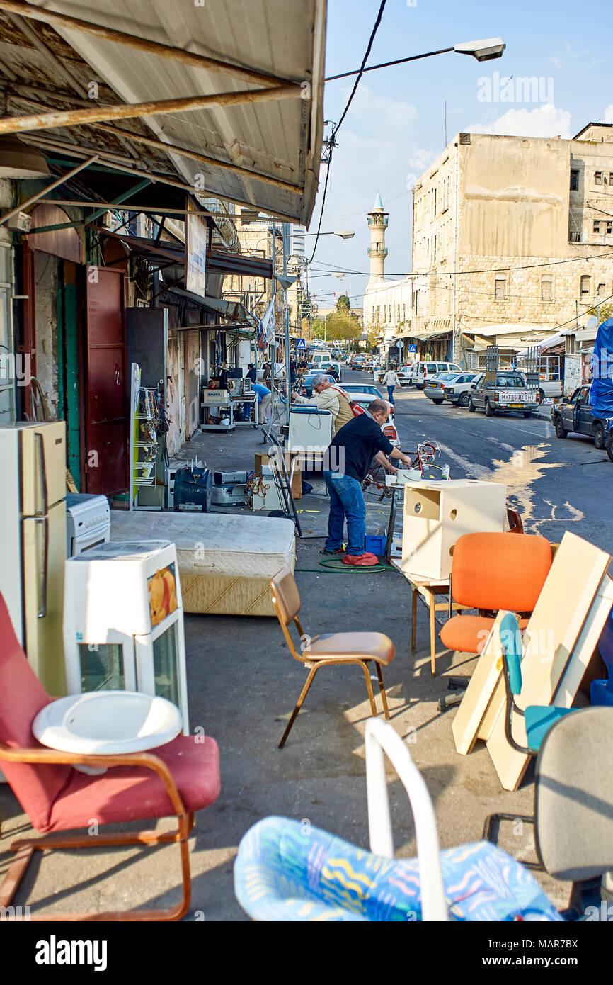 Sortierte Second Hand Möbel Für Verkauf In Haifa Israel Stockfoto